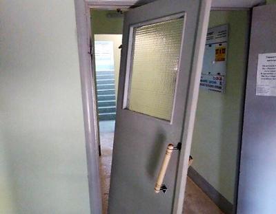 ремонт двери в подъезде